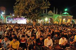 الايرانيون يحيون أولی ليالي القدر في الاماكن المقدسة