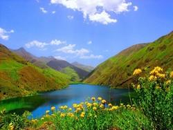 دریاچه گهر نگینی بر دامنههای رشته کوه زاگرس