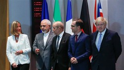 Iran's Foreign Minister Mohammad Javad Zarif (2nd L), UK Foreign Secretary Boris Johnson (R), France's Foreign Minister Jean-Yves Le Drian (C), Germany Foreign Minister Heiko Maas (2nd R) -- the EU foreign policy chief, Federica Mogherini (L), pose for a photo at the EU headquarters in Brussels on May 15, 2018. (Photo by AFP)