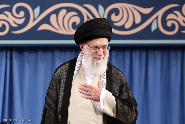 Iran's Leader receives researchers, academicians