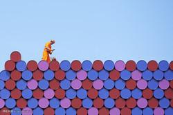 Fotoğraf: Renkli varillerden dev sanat eseri