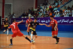 مباراة كرة الصالات بين فريق مشهد وفريق مهاجري افغانستان /صور