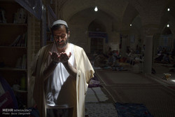 مراسم الاعتكاف في جامع مدينة همدان /صور
