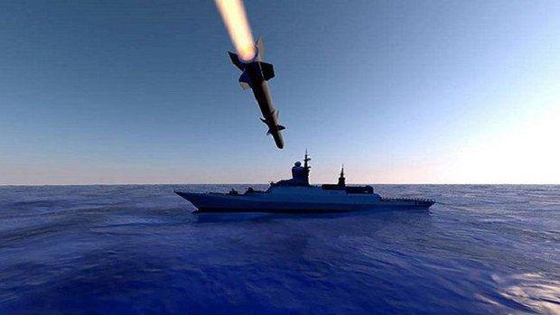 القوات البحرية اليمنية تستهدف بارجة معادية قبالة سواحل الحديدة