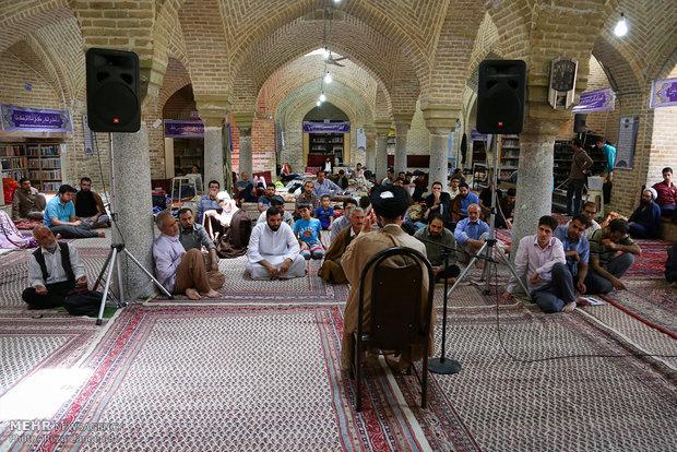 مراسم الاعتكاف في جامع مدينة همدان
