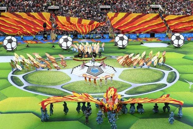 جام جهانی 2018 روسیه؛ حرکت جنجالی خواننده مراسم افتتاحیه جام جهانی