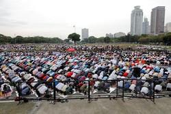 نوای بندگی عید فطر در مصلی المهدی(عج) بیرجند طنینانداز میشود
