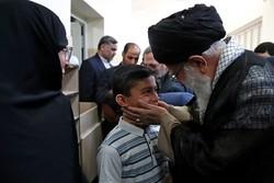قائد الثورة الاسلامية يستقبل عائلات العلماء النوويين الشهداء