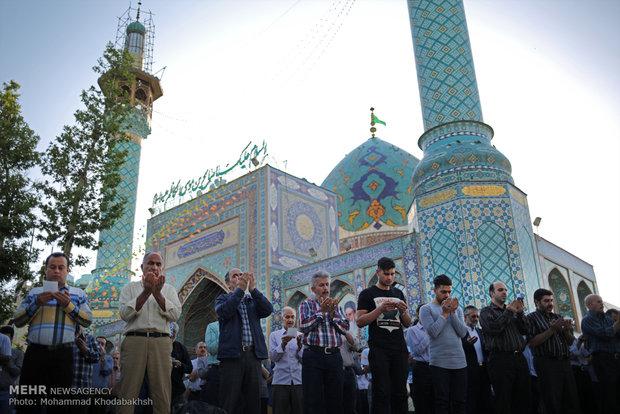 اقامه نماز عید سعید فطر در حرم امام زاده صالح (ع)