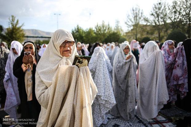 اقامه نماز عید فطر در میدان دهکده المپیک