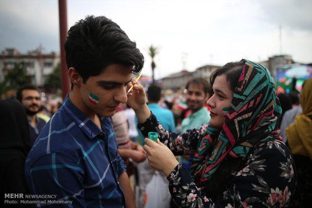 شادی مردم رشت پس از پیروزی تیم ملی فوتبال ایران مقابل مراکش