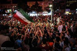 شادی شبانه مردم کرج پس از پیروزی تیم ملی فوتبال مقابل مراکش