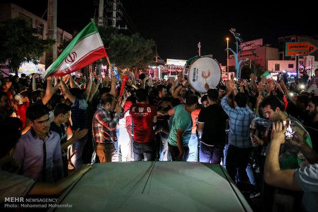 شادی مردم کرج پس از پیروزی تیم ملی فوتبال ایران مقابل مراکش