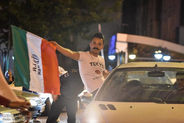 شادی مردم تهران پس از پیروزی تیم ملی فوتبال ایران مقابل مراکش
