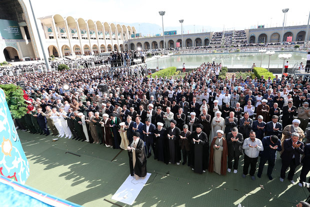 Leader leads Eid al-Fitr prayers