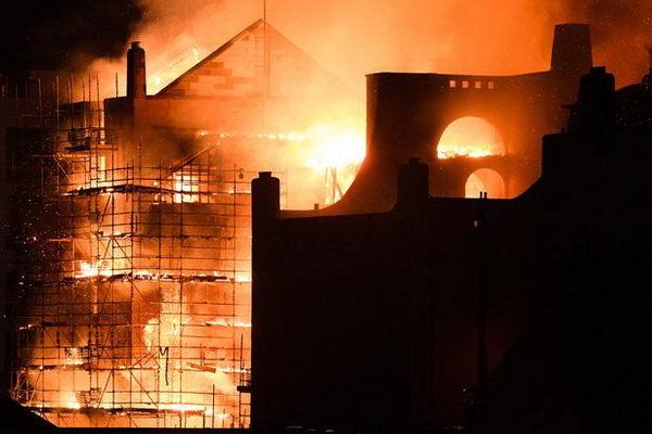 الحريق يلتهم من جديد كلية الفنون في اسكتلندا