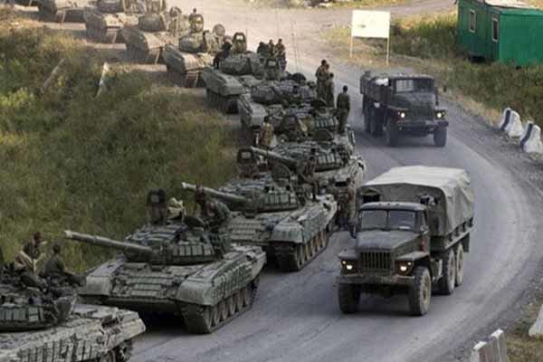 """قائد عسكري"""": الجيش السوري يؤمن طريق دمشق عمان الدولي"""