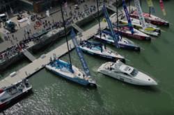 قایق تفریحی که خودکار پارک می شود