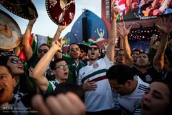 تماشای فوتبال در میان هواداران
