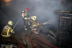 آتشسوزی در بازارچه دستفروشان کرج/اعزام ۱۷ خودروی عملیات