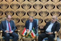 Tehran-Damascus seriously determined to strengthen banking, customs co-op