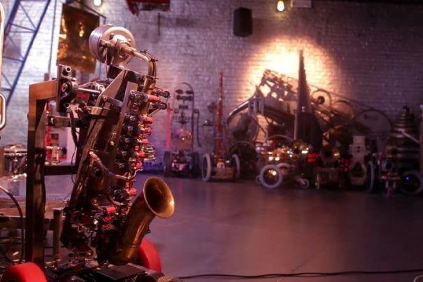 ارکستر رباتیک موسیقی می نوازد,