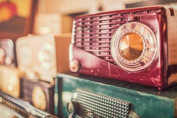 تحلیل موسیقی «گل های داوودی» و «در چشم باد» در رادیو نمایش