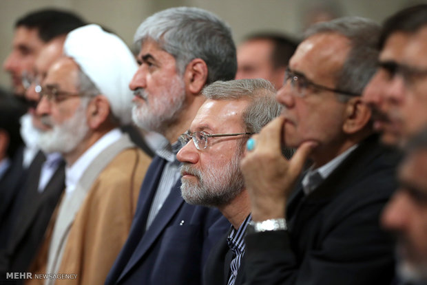 Leader receives Iranian lawmakers on Wed.