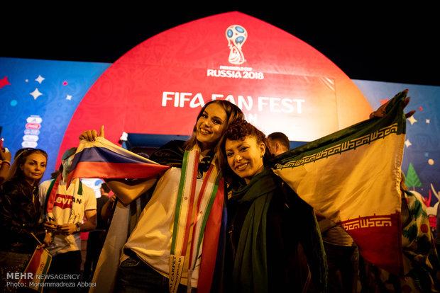 تماشای مسابقات جام جهانی فوتبال در خیابان های کازان