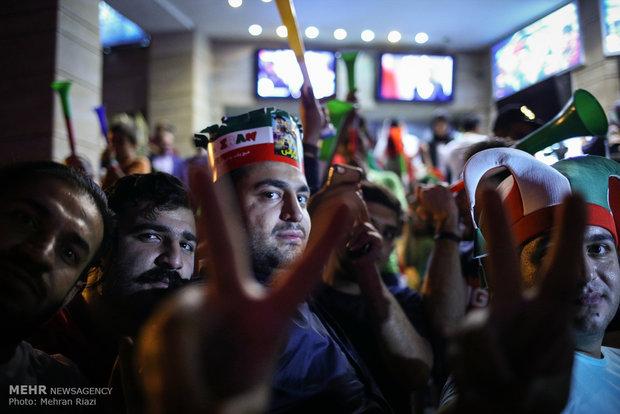 تماشای دیدار تیم ملی فوتبال ایران و اسپانیا در پردیس آزادی