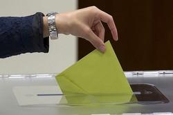 Cumhurbaşkanı adaylarıyla parti liderleri oylarını kullanıyor