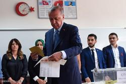 أردوغان يواجه اختبارًا صعبًا في تصويت الأتراك للانتخابات الرئاسية والبرلمانية