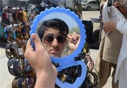 بازار آشفته عینک آفتابی تقلبی در گرگان/ دستفروشان جولان میدهند