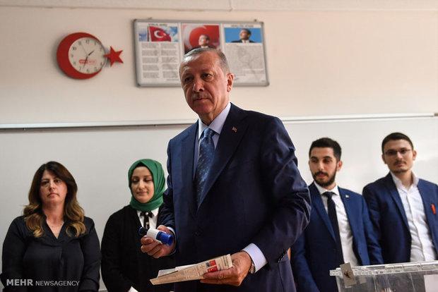 İlk sonuçlara göre Erdoğan önde