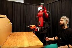 روبات کنترل شونده با ذهن