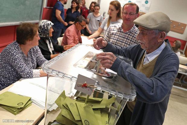 Türkiye'de seçime ittifak yapmadan girecek partiler için baraj düşüyor