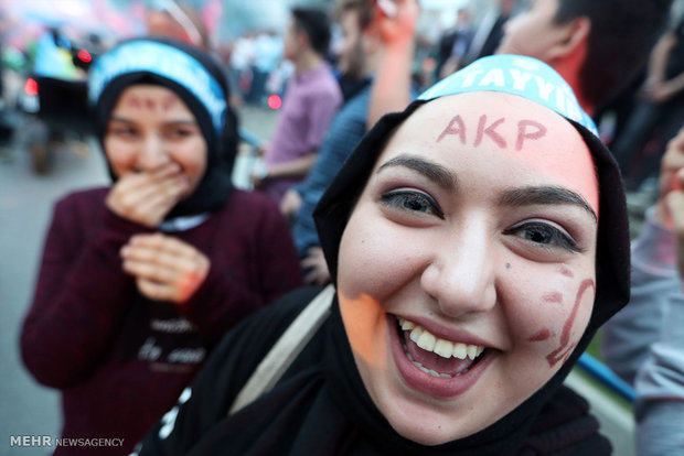 Ruling AKP leading in Turkish municipal elections