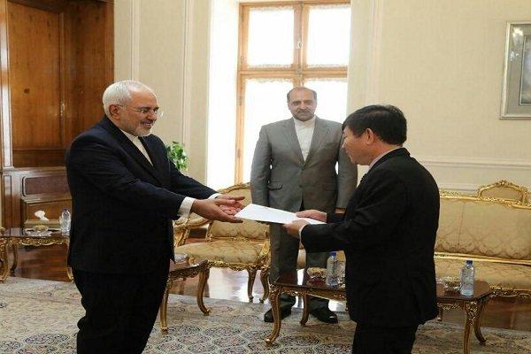 ظريف يتسلم أوراق اعتماد سفير فيتنام الجديد