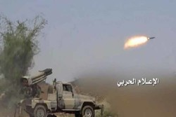 المدفعية اليمنية تقصف مواقع السعودية  والقناصة تحصد المنافقين