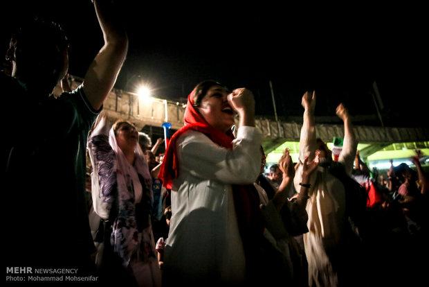 """أهالي العاصمة في ملعب """"آزادي"""" يتابعون مباراة ايران - البرتغال"""