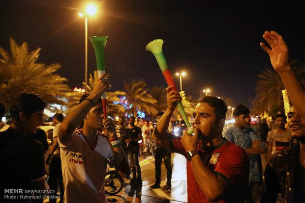 تماشای دیدار تیم ملی فوتبال ایران و پرتغال  در جزیره کیش