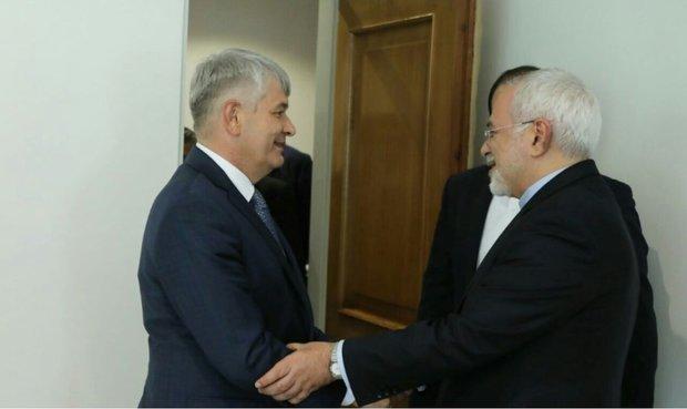 ظريف يستقبل سكرتير مجلس الأمن الأوزبكي فيكتور محمودوف