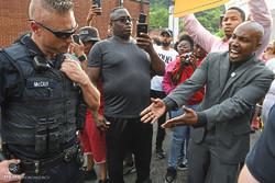 خۆپیشاندان دژی توندوتیژی پۆلیس لە ئەمریکا