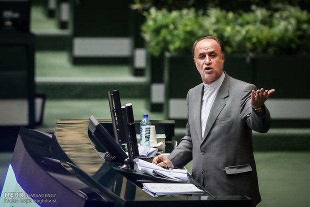 نائب إيراني ينتقد بشدة صمت الرئيس روحاني إزاء الأزمة الاقتصادية الراهنة