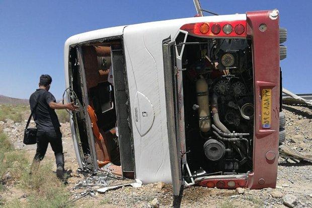 واژگونی اتوبوس شیراز به تهران ۱۷ مصدوم به همراه داشت