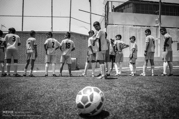 مدرسه فوتبال کودکان کار