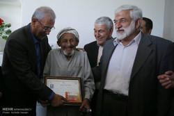 اهدای حکم بازنشستگی پیش از موعد روستاییان گلستان