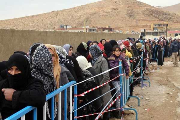 مئات اللاجئين السوريين يعودون من لبنان إلى سوريا