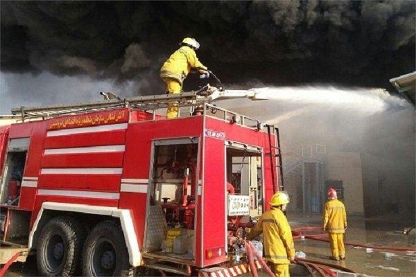 حريق على مساحة 10 الاف متر مربع بمنطقة صناعية جنوبي طهران