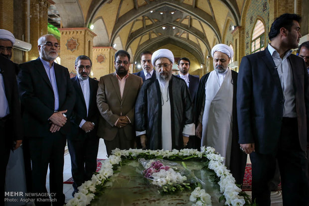 Judiciary head reciting pledge to lofty ideals of Imam Khomeini